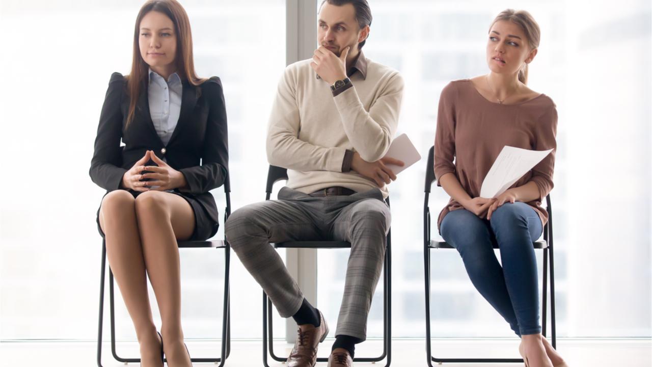 Bei Bewerbungsgesprächen sollten alle Fragen des Gegenübers selbstbewusst beantwortet werden.