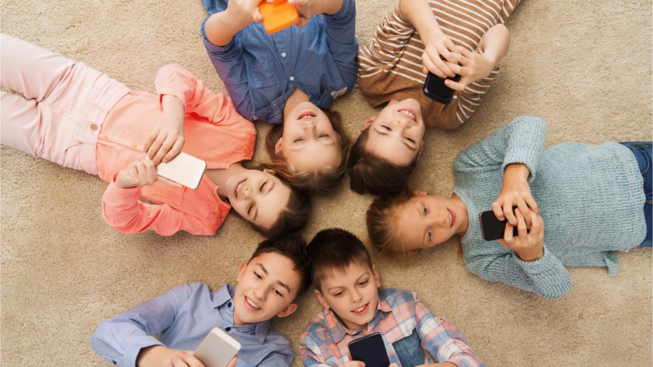 Durch die Digitalisierung haben Kinder neue Möglichkeiten mit ihren Freunden zu interagieren.