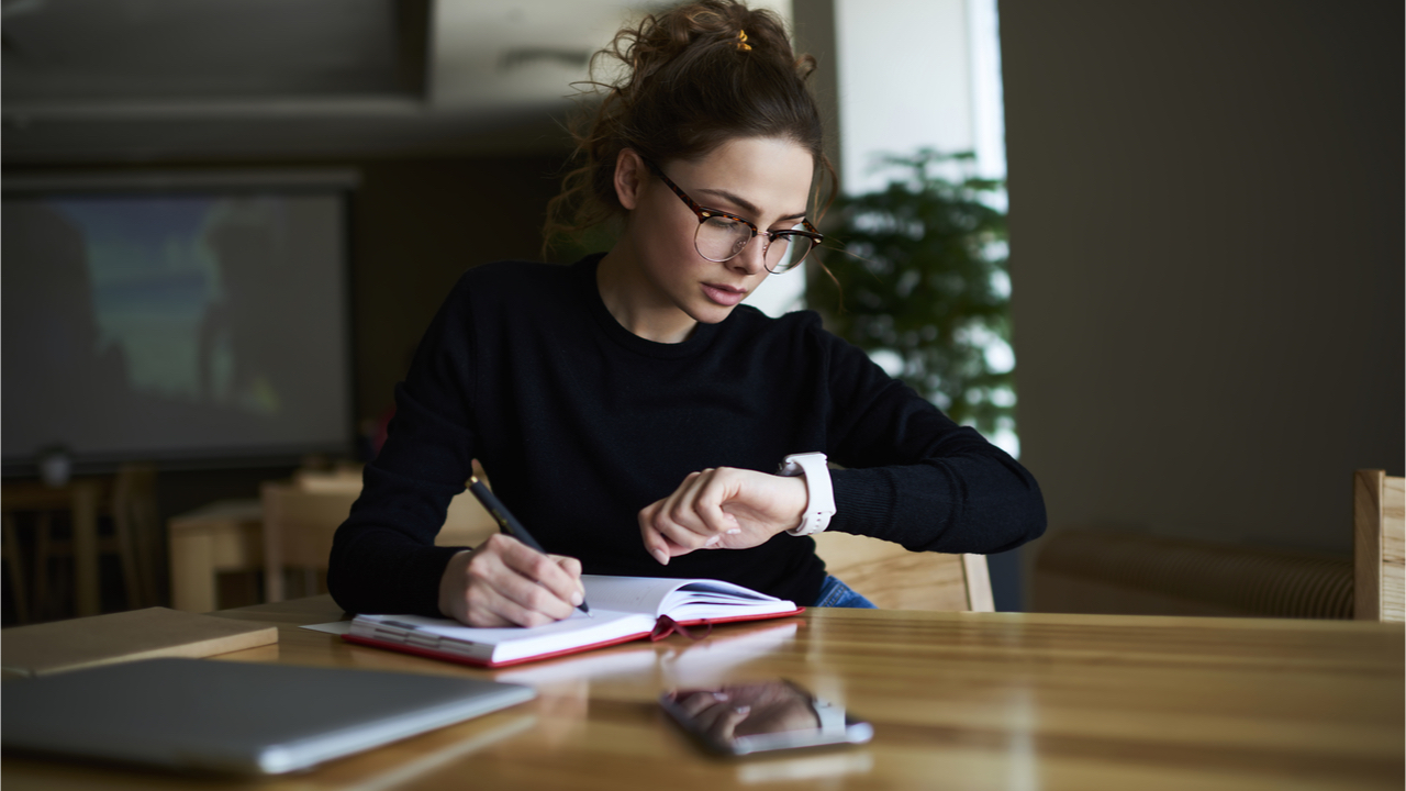 Zeitmanagement kann uns dabei helfen, keine wichtigen Aufgaben zu vergessen.