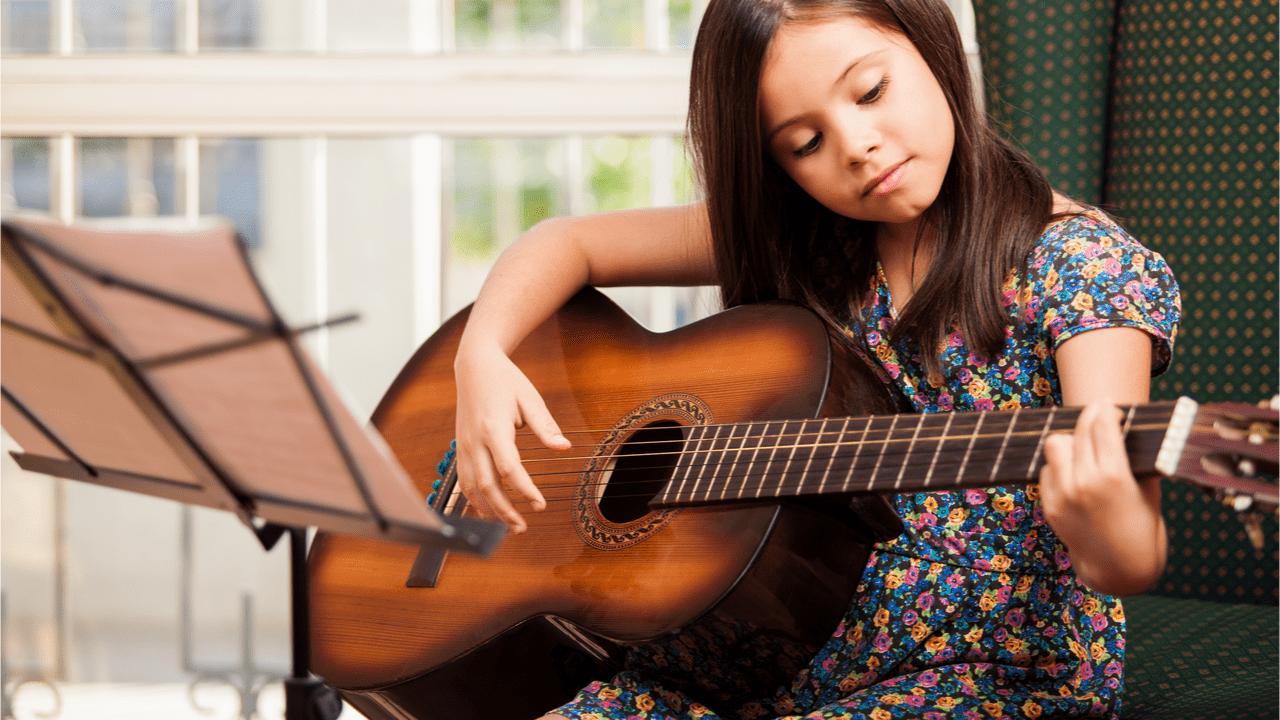 Musikinstrumente fördern die Rhytmik der Kinder.