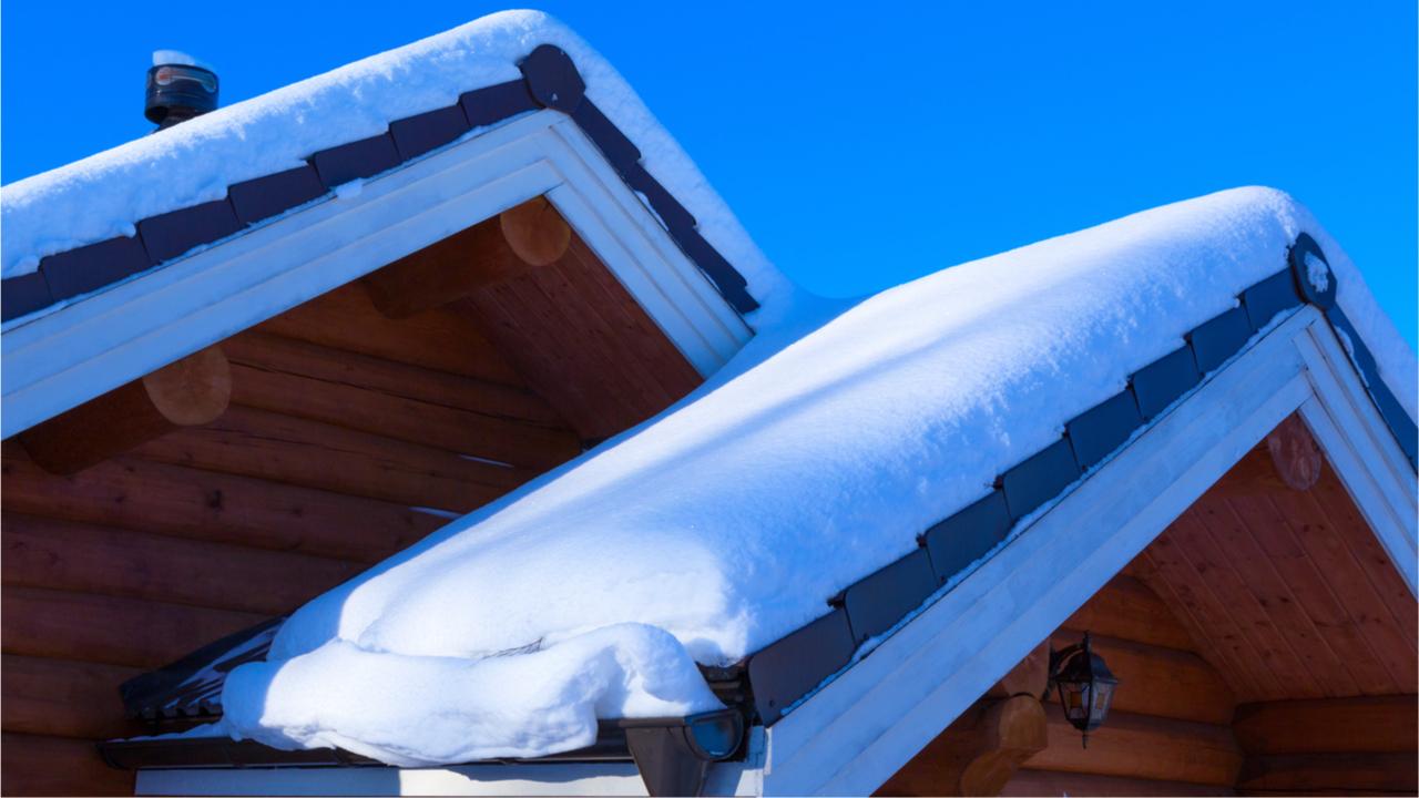 Gerade auf Dächer ist der Schnee besonders gefährlich.